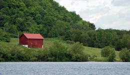 Red barn on Severn