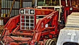 red tractor - International Harvestor